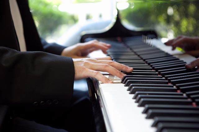 a pianist plays cocktail music