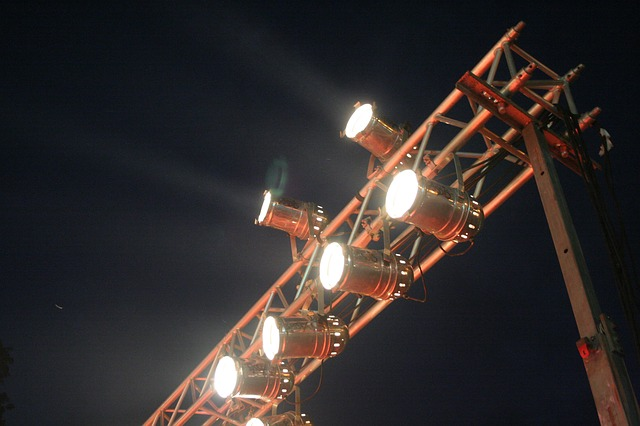 an outdoor lighting rig